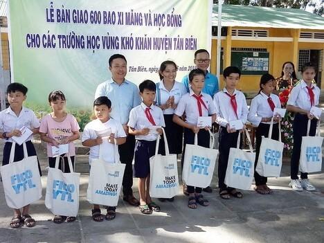 Lễ trao học bổng cho trường học huyện Tân Biên